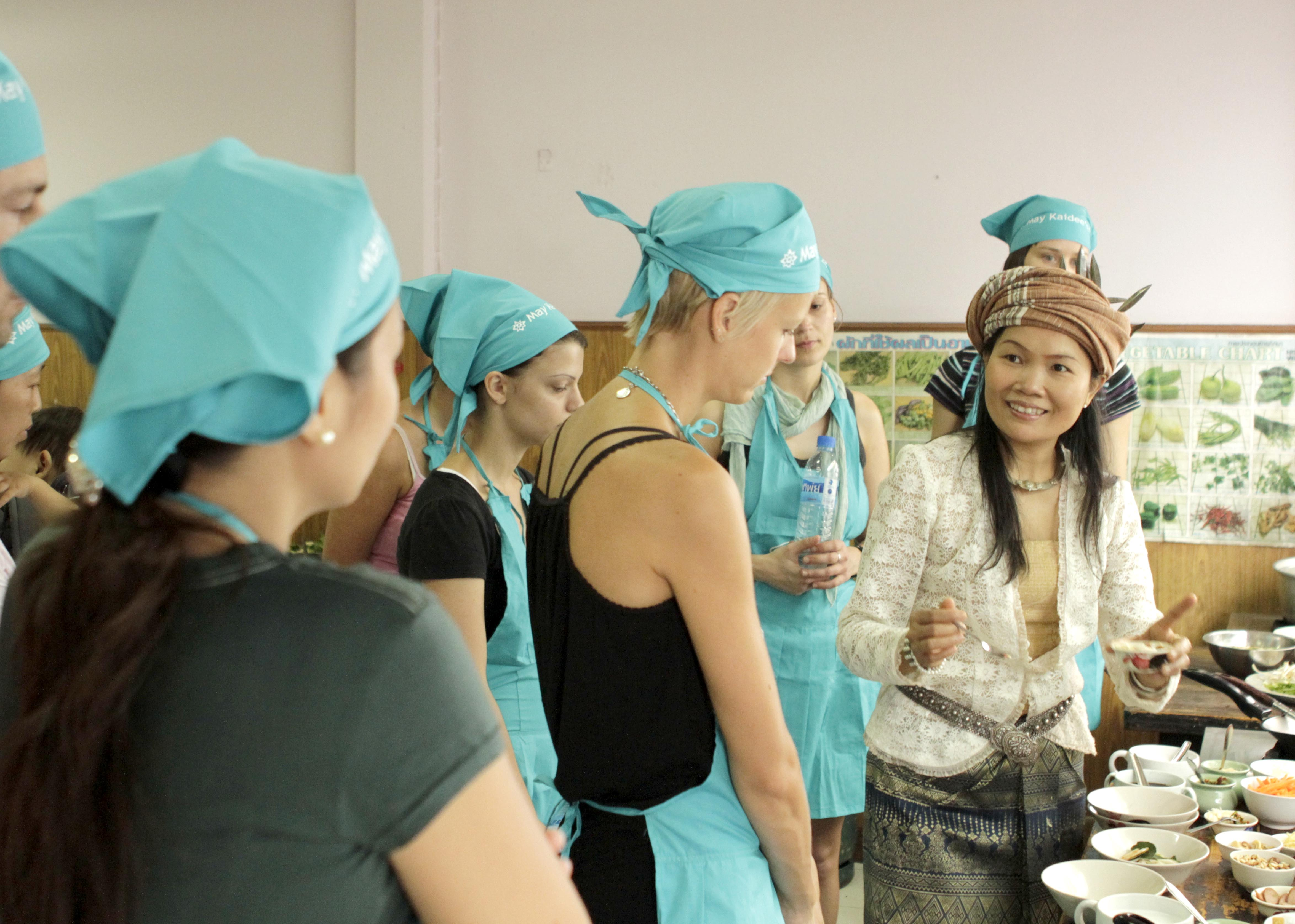 Group of 10 day cooking course students